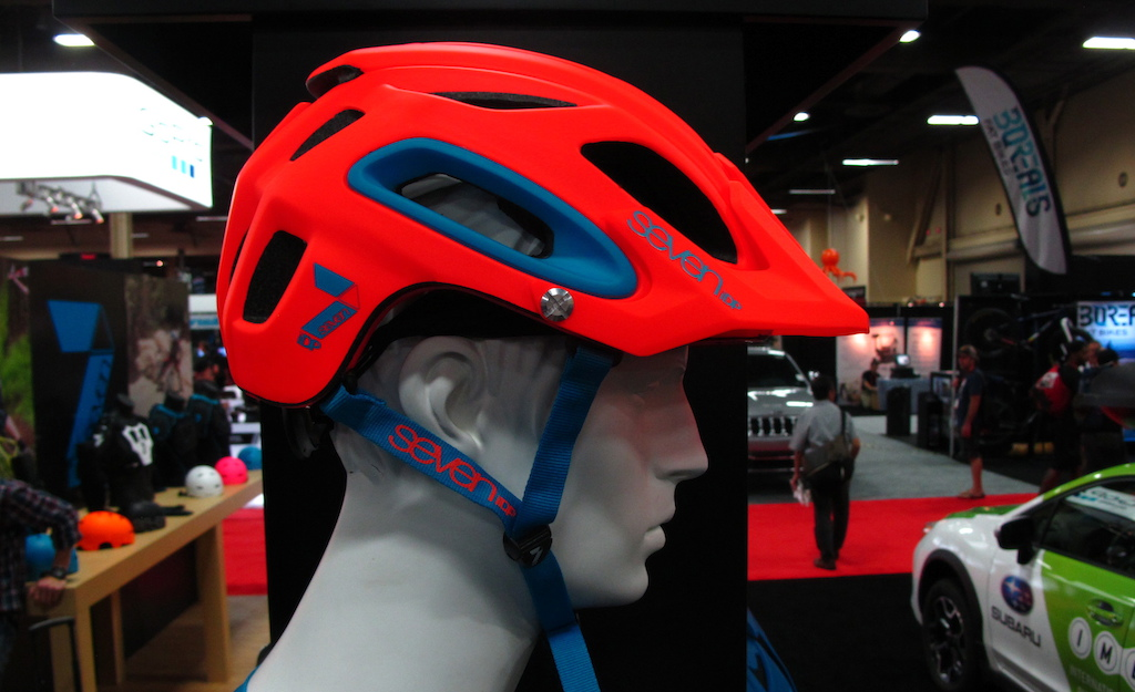 7 iDP s new trail bike helmet.