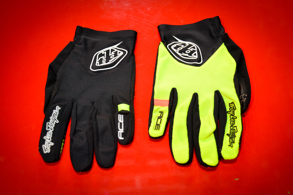 Here s a sneak peak at next year s new women s Ace gloves from TLD...
