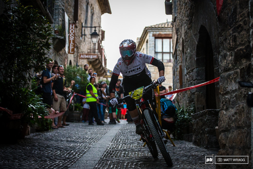 Tracy Moseley took it steady this evening not risking anything on the risky cobbles.