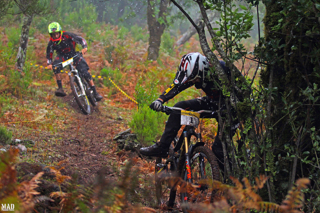 Number one plates also get off track ! The MAD boys trying to get some grip during Mountain Bike Madeira Meeting 2015 !