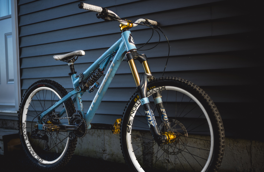 I haven't been using Pinkbike for quite some time now... But today i picked up a new whip.