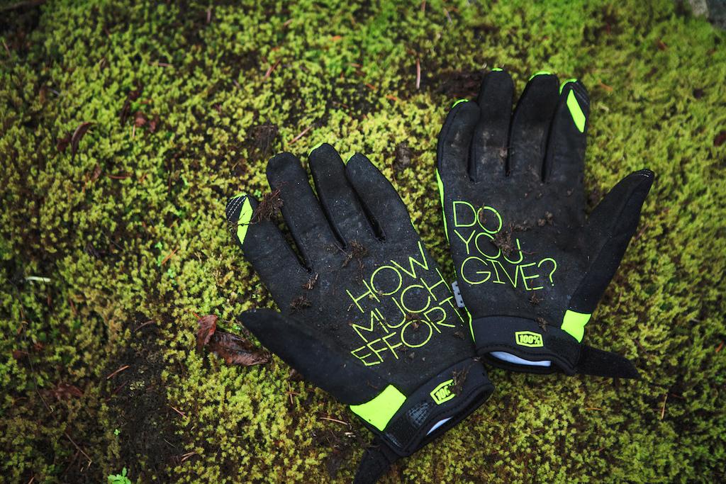 100 Brisker Glove