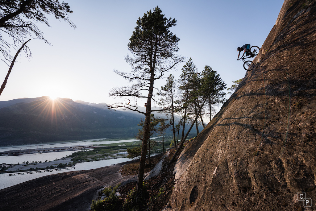 Dylan Forbes rolling a climbing route in squamish. 15ft after the transition is a 200ft drop into the logging yard below. No fall zone is an understatement here. Instagram chrispilling fylandorbes.