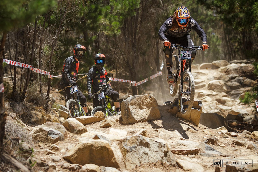Remy shows the Life of Bikes team riders how to tackle the world cup rock garden a minefield of derailleur-snatching hooks and rim-kissing edges.