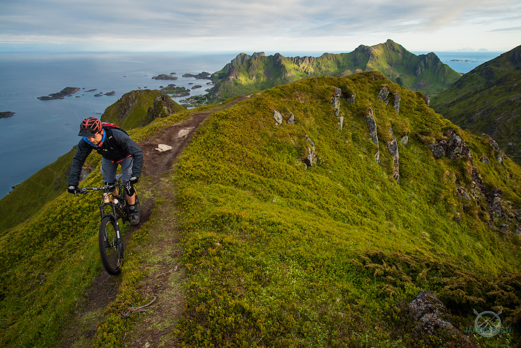Riding Lofted, Norway