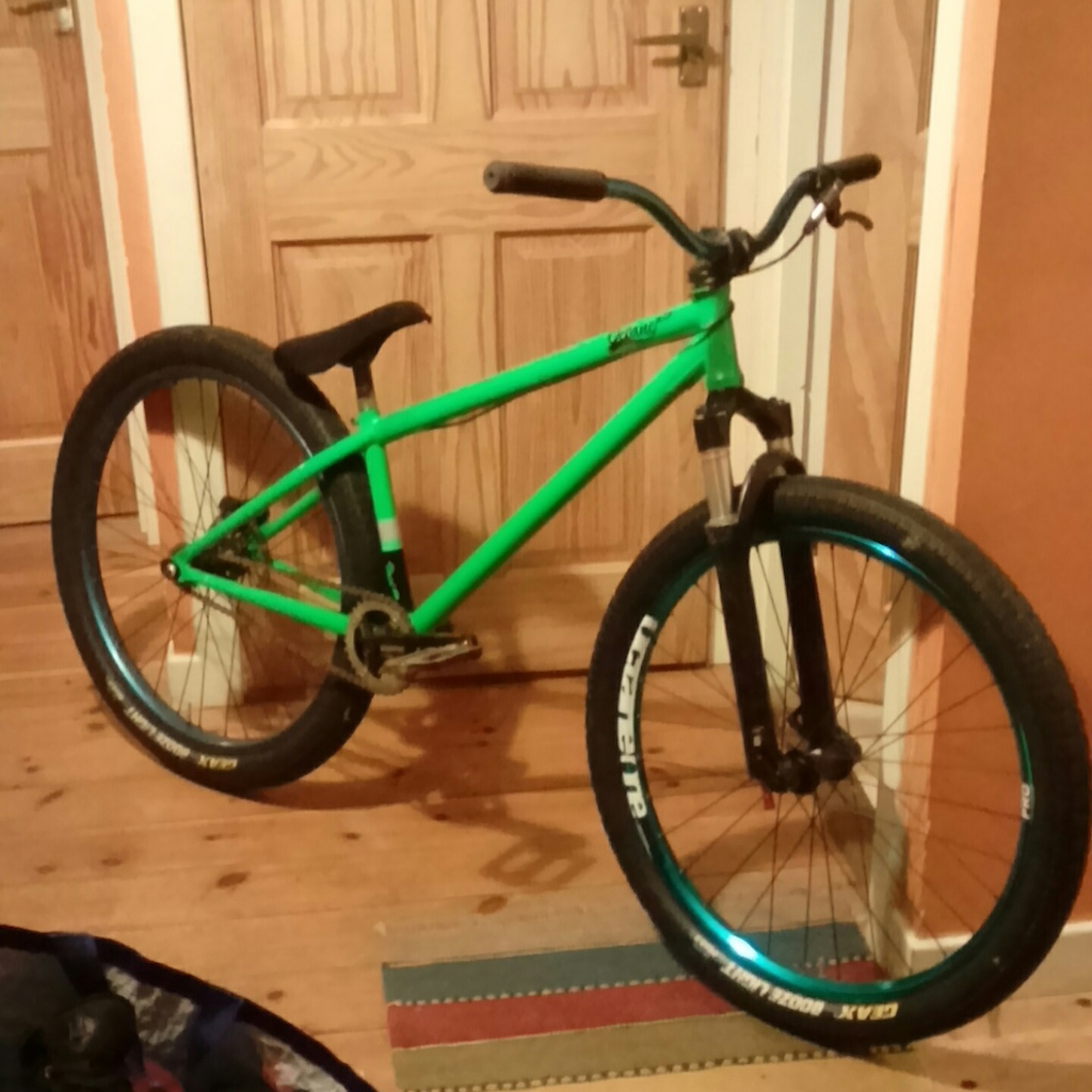 Gon ride sum perk Void 3.0, sektor/pike hybrid solo air, parts from NS, dartmoor and deity