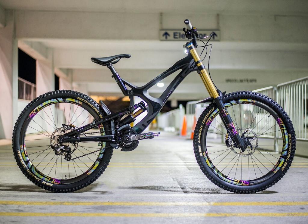 Intense Cycles M16C. Black Rock Bicycles. Raul Media. Slik Graphics. Enve M90. I9 Hub's. Fox. Shimano. Schwalbe. Fabric Seat's. E-Thirteen. DMR Vault Lacon. ODI Grip's. KMC Chain. Black Titanium bolt's.
