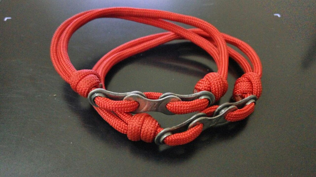 Friendchip paracord braselet with chain links