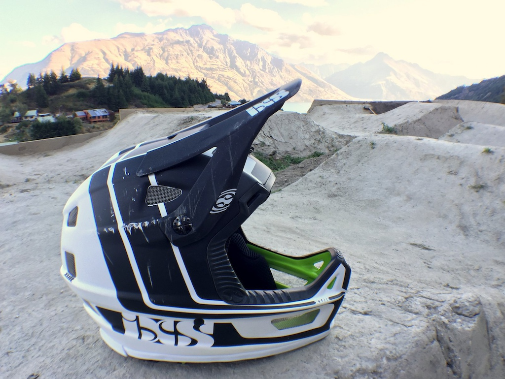 Damaged IXS Xult helmet