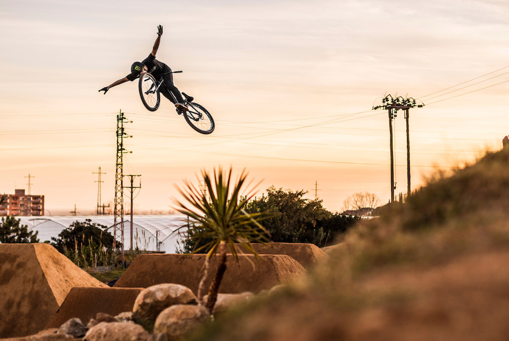 Max Fredriksson joins NS Bikes team.