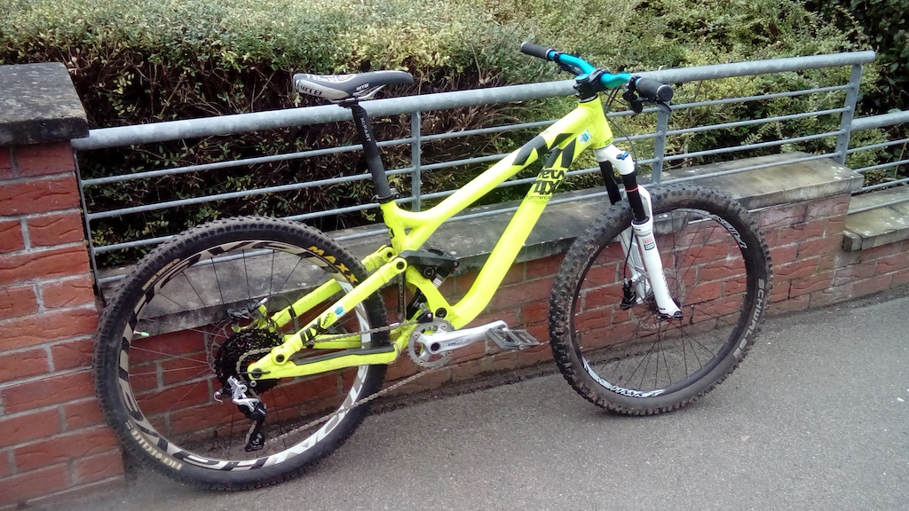 2013 Commencal Meta 4x with parts from SRAM, Easton, SunRace, Shimano and Spank