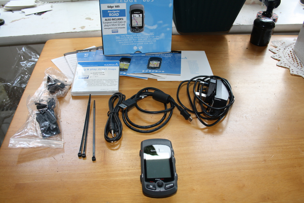 0 Garmin Edge 605 with box and accesories