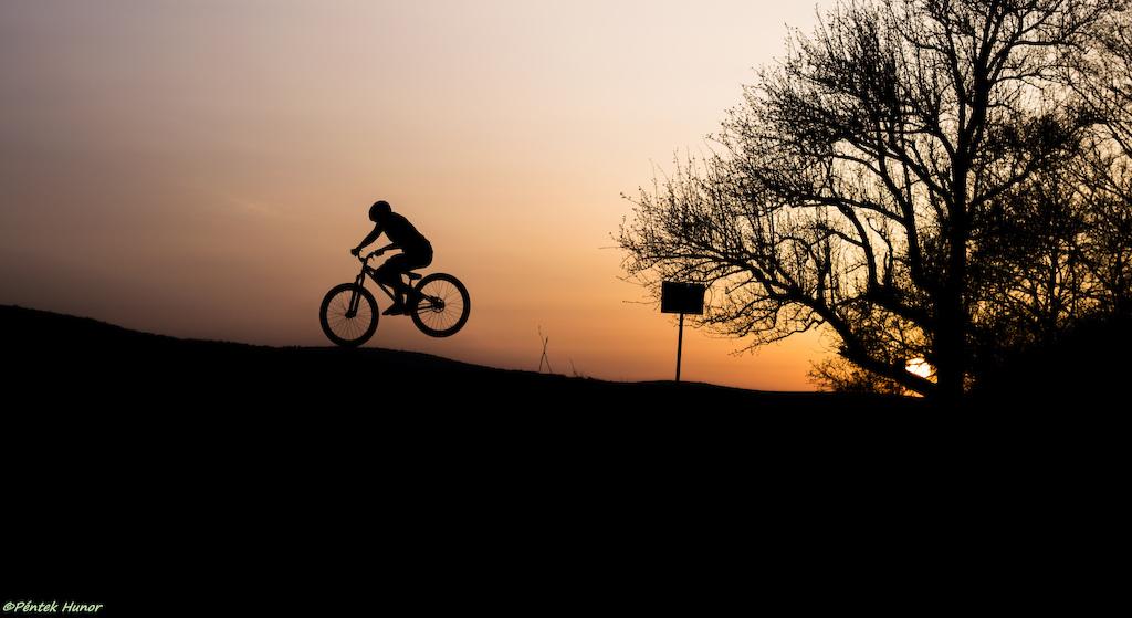 Short photo sesh after the riding sesh !  Shot by Pentek Hunor