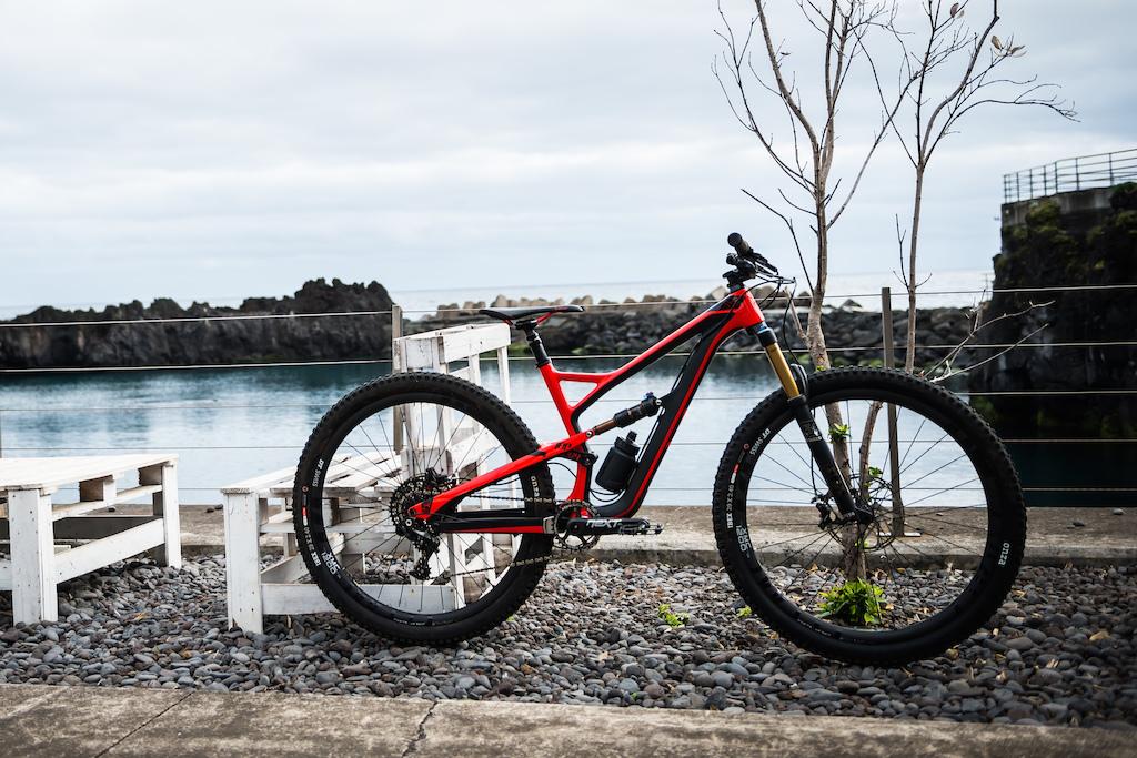 YT Feffsy - Pinkbike First Ride