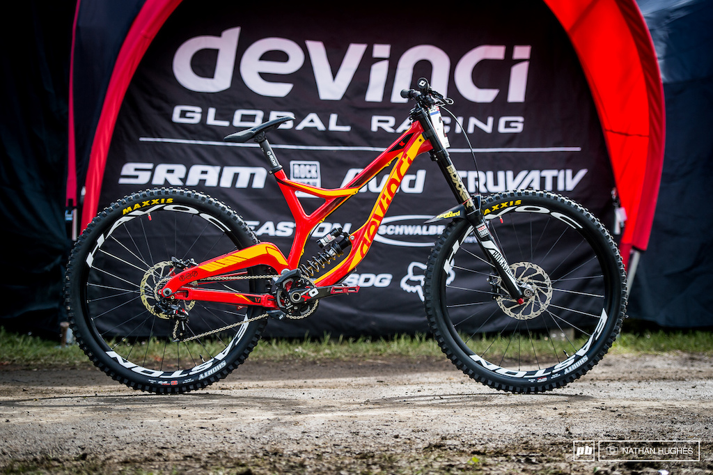 Stevie Smith s new fully carbon Devinci