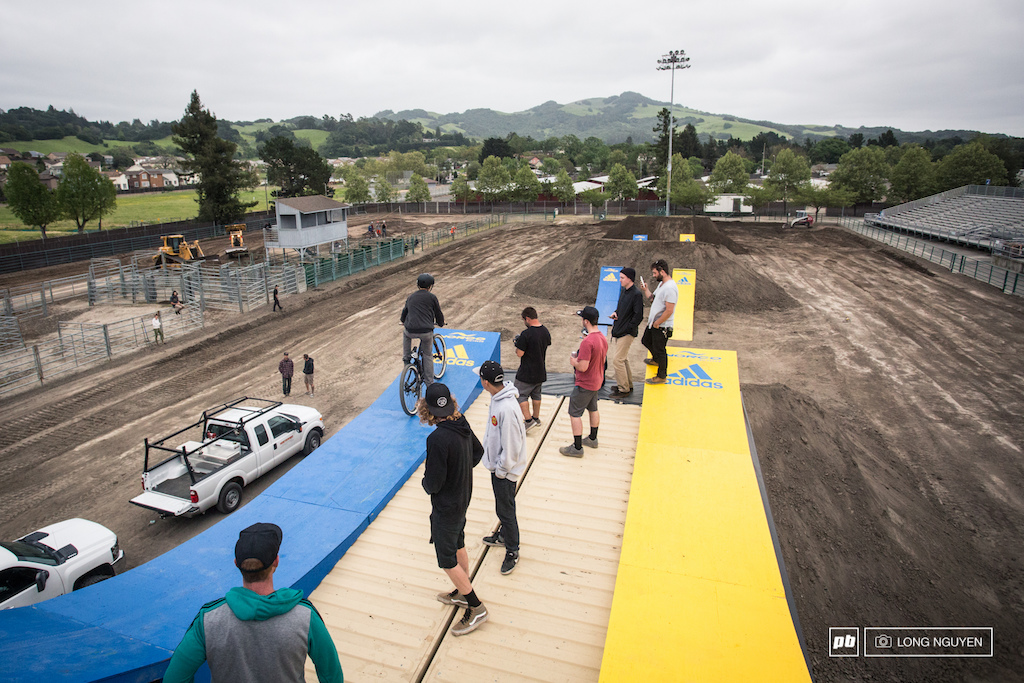 After a small hiatus, AT's Showdown is back in Santa Rosa, CA. Right as I showed up Thursday evening, some of the riders were padded up and ready to test out the first feature.