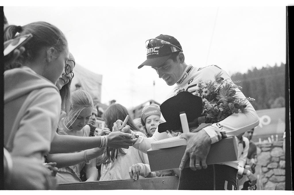 Julien Absalon giving autographs