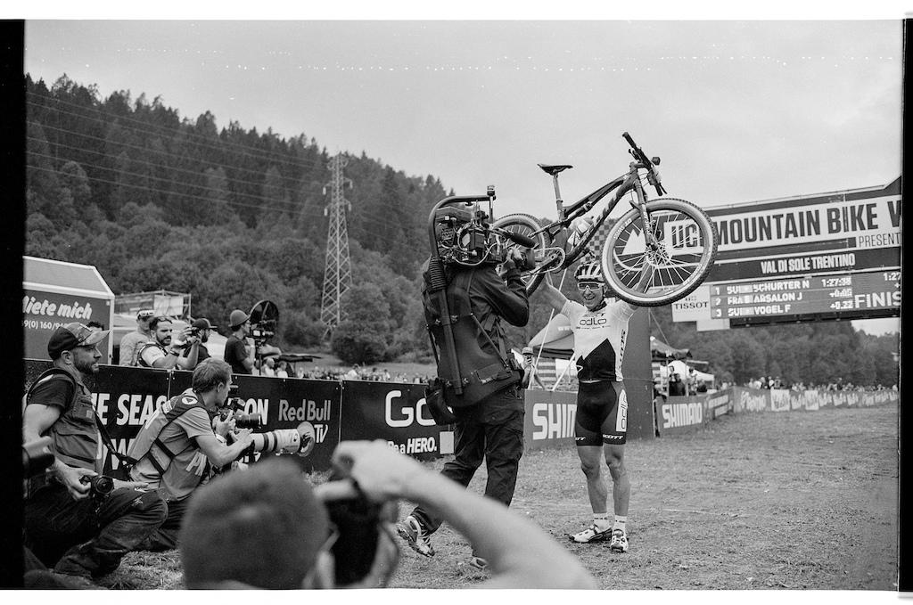 Nino Schurter winning the Val di Sole World Cup.