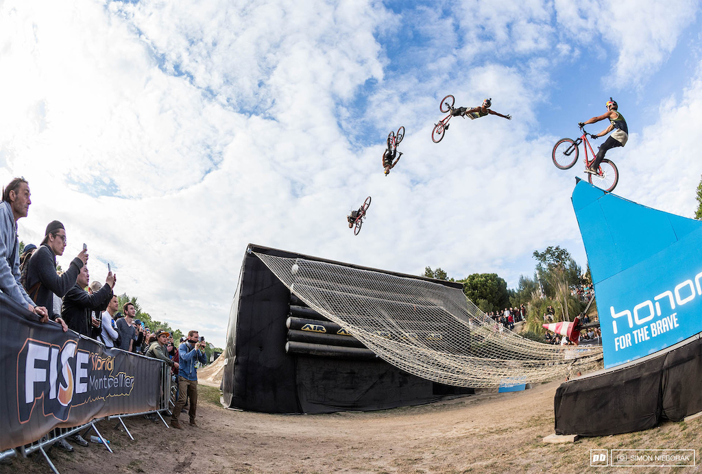 Szymon Godziek rolled out all his biggest guns for the super final run. A perfectly executed backflip cliffhanger was one of the highlights of his superficial run.