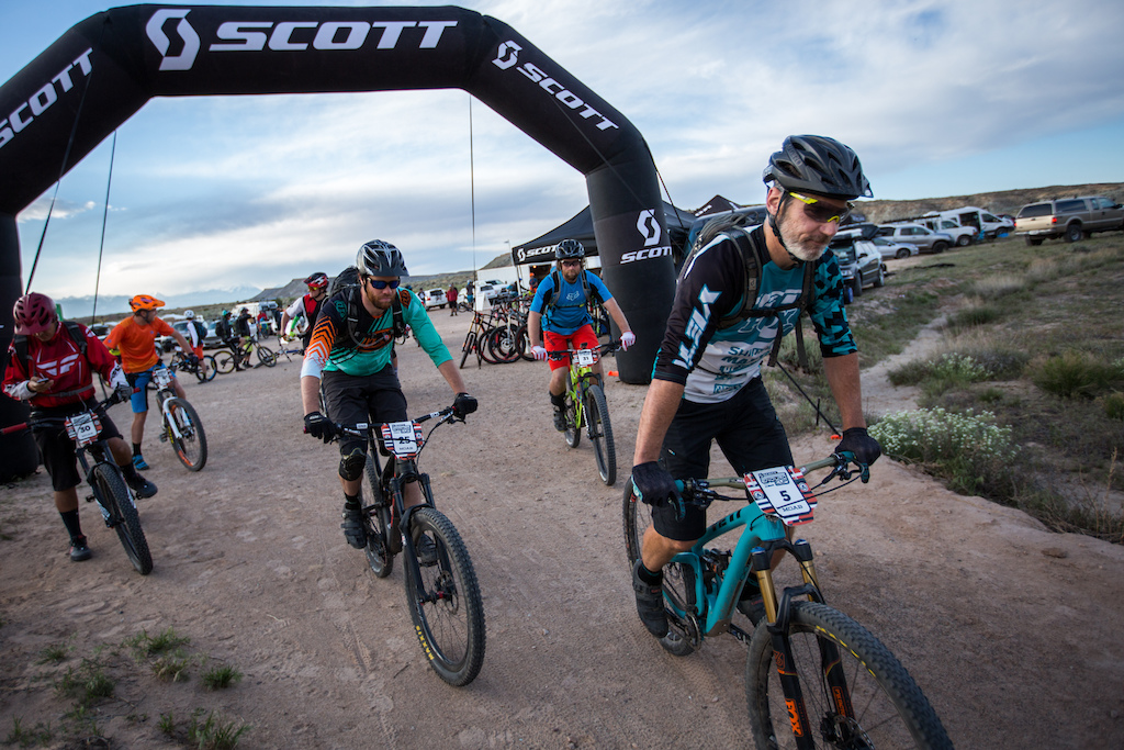 The 2016 SCOTT Enduro Cup presented by Vittoria season kicked off in Moab on May 7th 2016. Riders took to the Klondike Bluffs trail system. Men s Pro Open riders leave the expo area for the first transfer stage before the Stage One downhill.