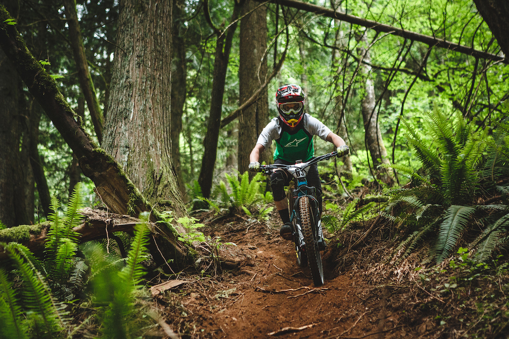 Had super fun time racing the second stop of the #bcenduroseries in @veddermountainbikeco !!! #racingblind #nofannypackthistime #newendurovest !!! Can't wait for the next race ! #north_shore_bike_shop #transitionbikes #gameface