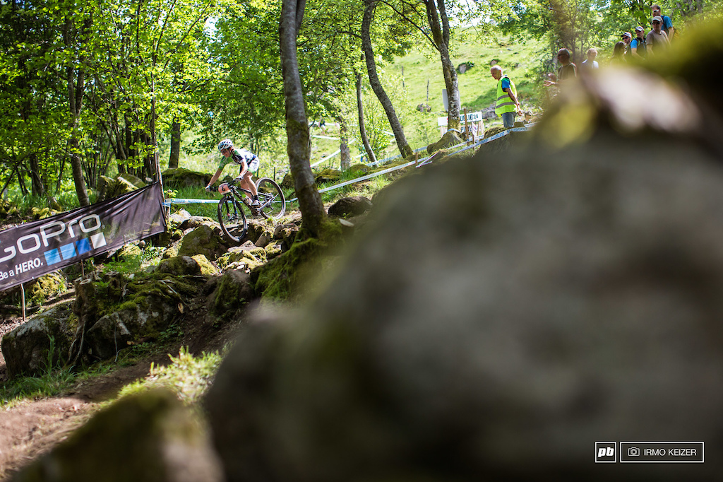 Anne Tauber rode another consistent race. Marking her second third in this season, her mountainbiking career is off to a flying start.