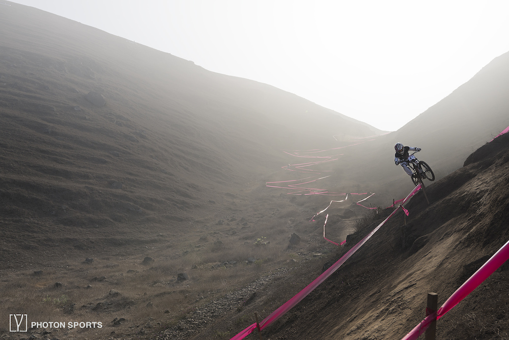 Practice runs of the Toyota Downhill Cup - Peru   Morning light with some fog and dust. Full Album: https://www.facebook.com/photonsports/photos/?tab=album&album_id=565280650307203