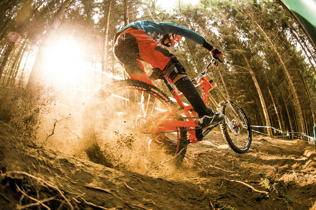 The sun showed up for a couple of minutes only I was luck Benoit Coulanges came across showing his gearbox NICOLAI with GATES Carbondrive.