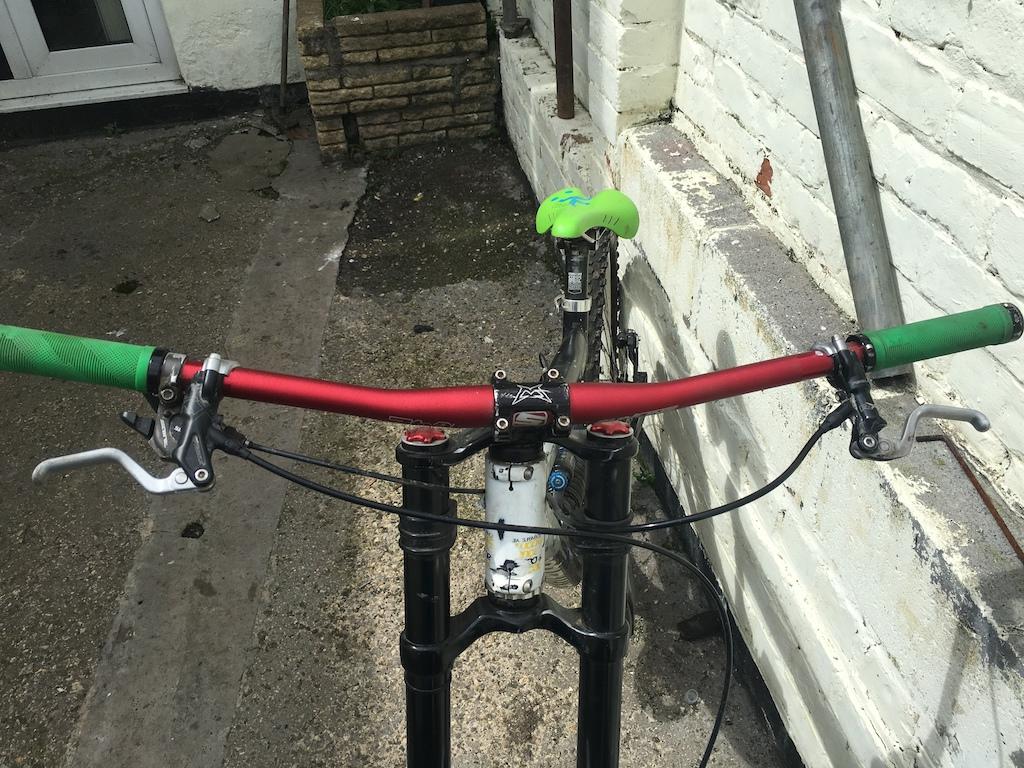 0 comencial DH Bike