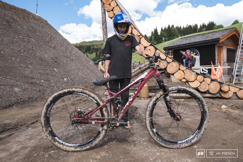 Hyper slopestyle bike