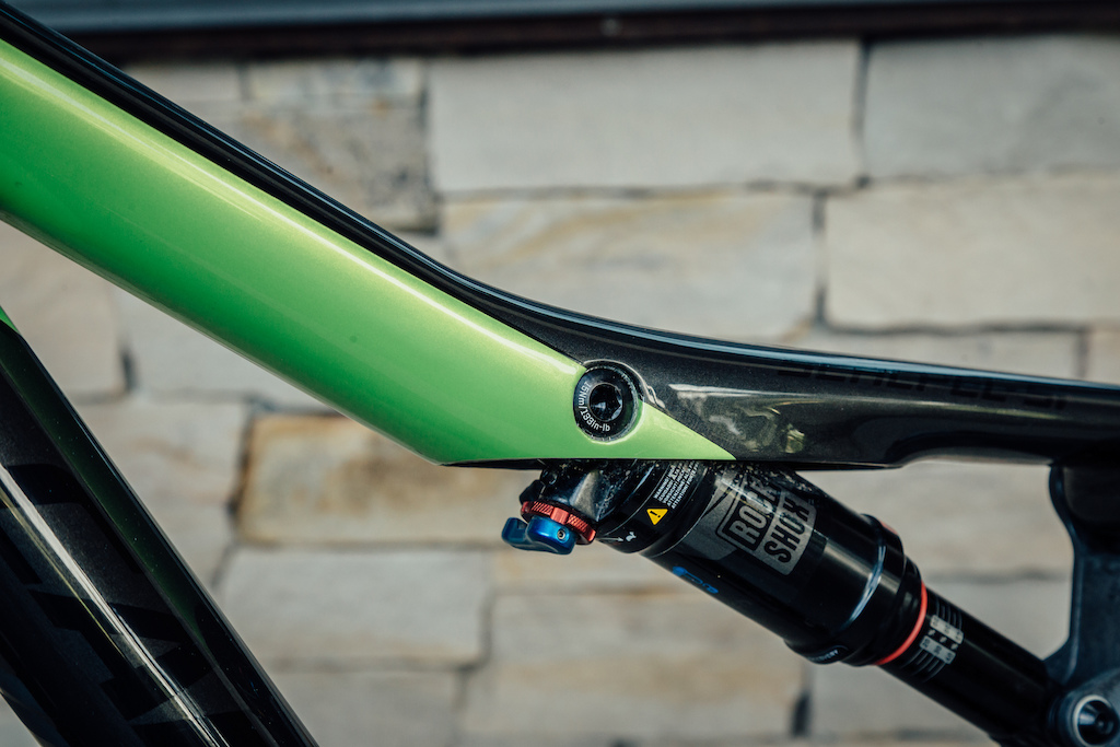 The Scalpel contains a little housing area for Di2 inside the top tube above the upper shock mount