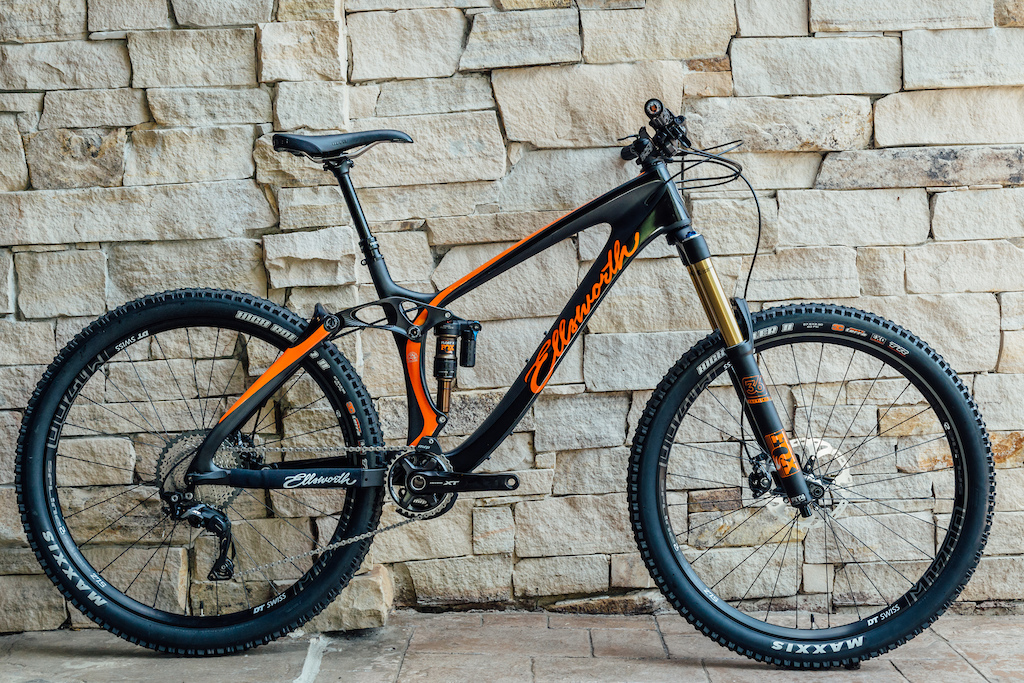 Ellsworth Rogue 60 in the XT 1x build kit. The bike is competitively priced at 6 500 US