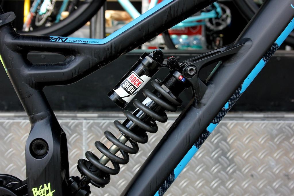 """A flip chip at the top shock mount adjusts geometry for 26"""" or 27.5"""" wheels."""