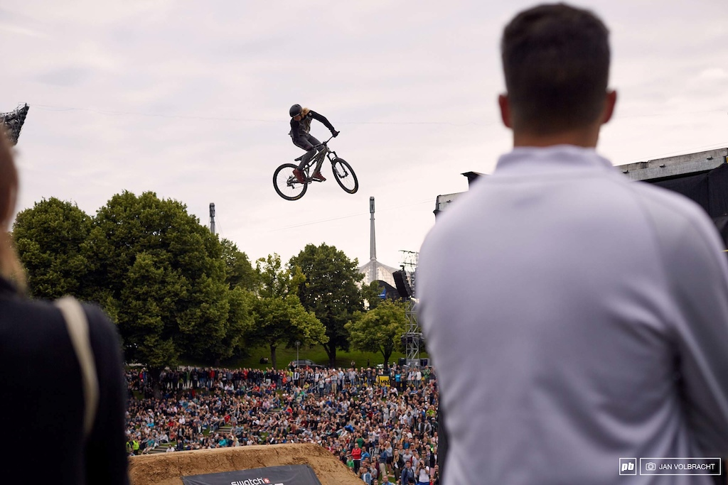 Logan Peat spinning of the last drop in front of the Munich crowd. 3rd place for him.