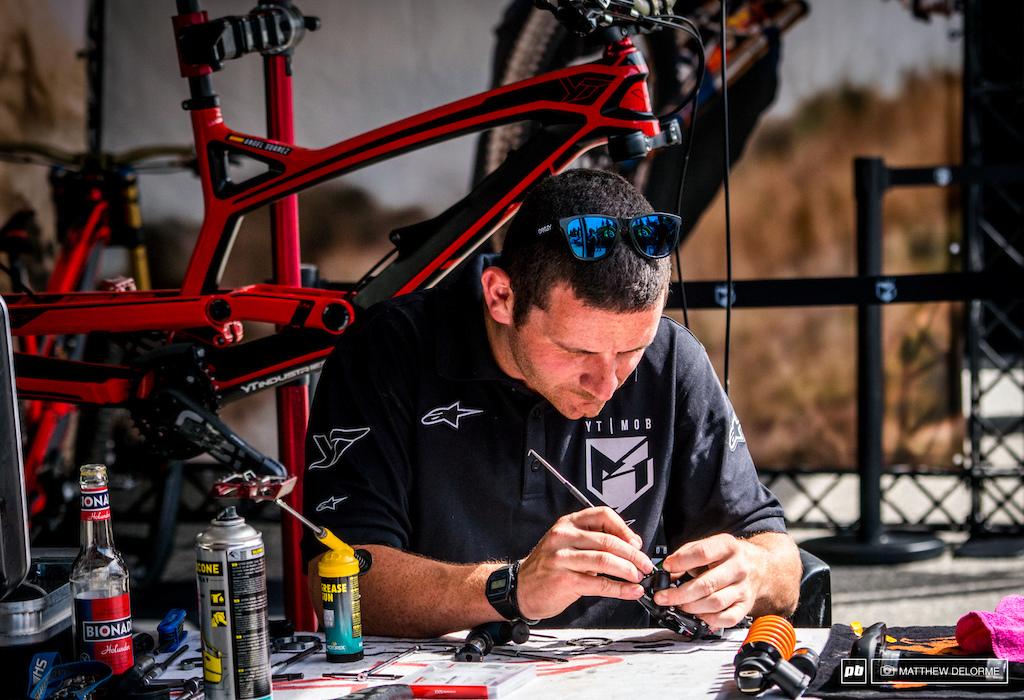 Ben Arnott going over the finer details on Angel Suarez's bike.