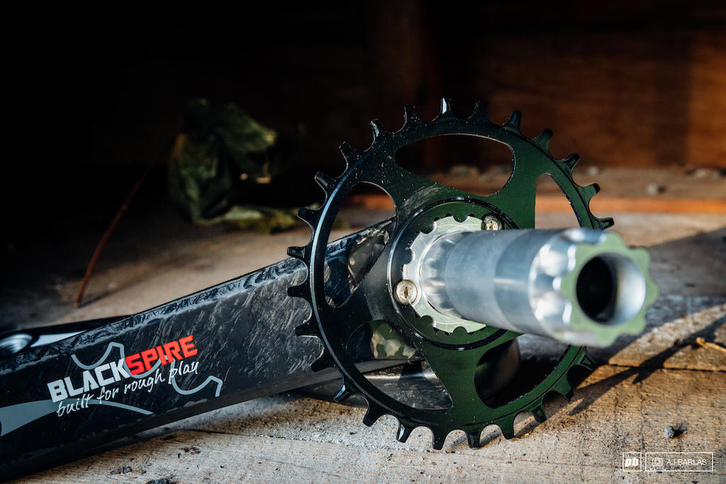 A common GXP direct mount attachment for the chainring boosts the cranks versatility