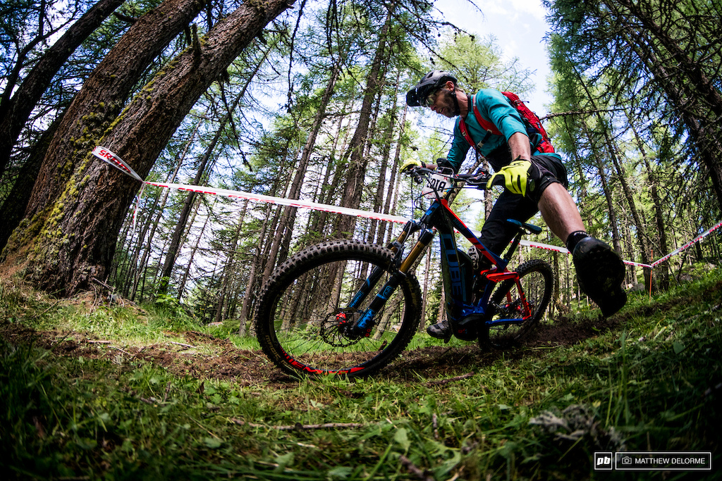 There is a ton of fresh track out there in La Thuile this time around, which made for some fun cornering sessions.