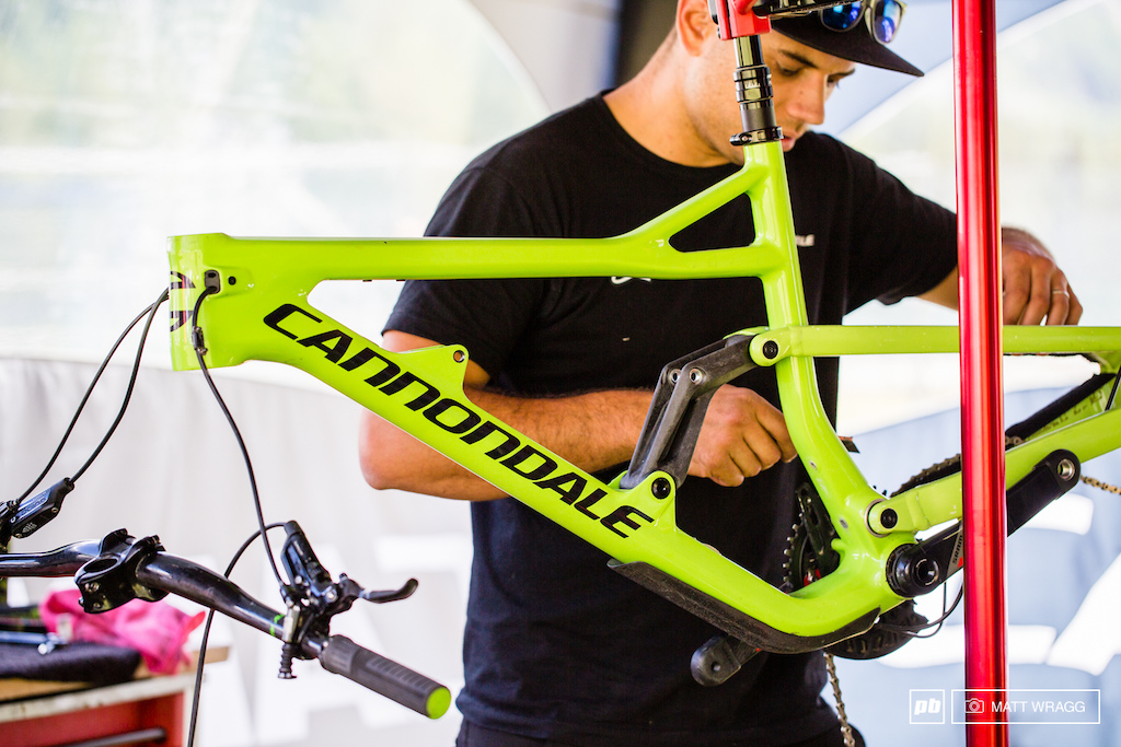 Jerome Clementz Cannondale Jekyll now has a carbon link in the suspension which would suggest that it is nearing production as commiting to a carbon mould is a serious commitment.