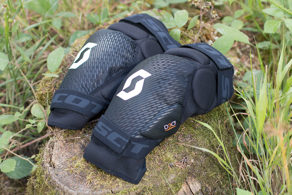 Scott Grenade Evo Knee Guards Photo Olly Forster