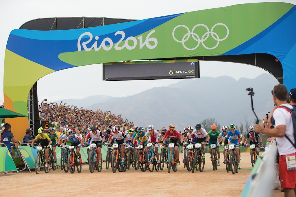 The moment for which some people have waited for four years. The olympic Women s race is on