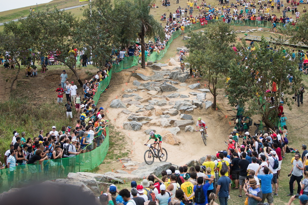 The biggest rockgarden on the course with solid crowds around.
