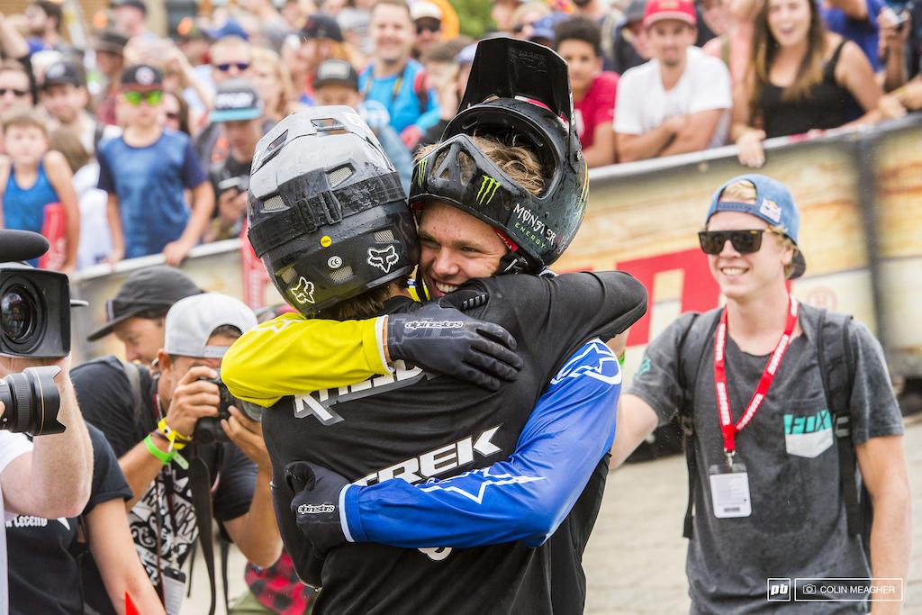 Fredriksson congratulating Rheeder in the finish corral.