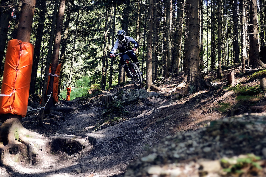 The Bikepark Semmering offers all kind of tracks. From flow trails to rough tracks. Not pretty steep but fast and loose.