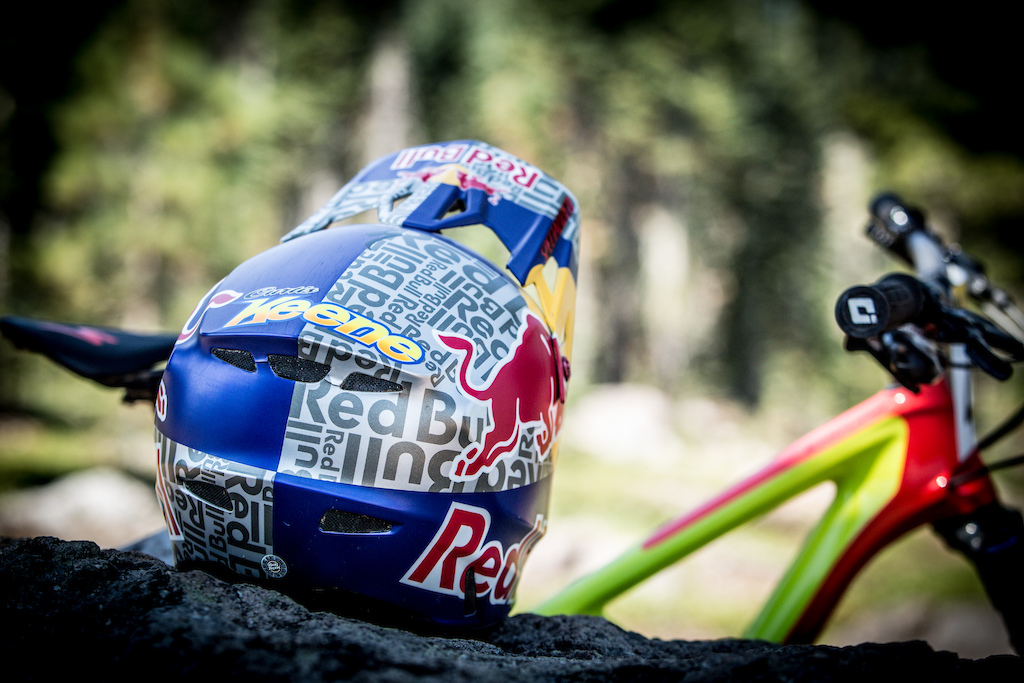 Keene new Redbull lid looks mint and he proved he had wings which propelled him in to 1st place at the end of day one.