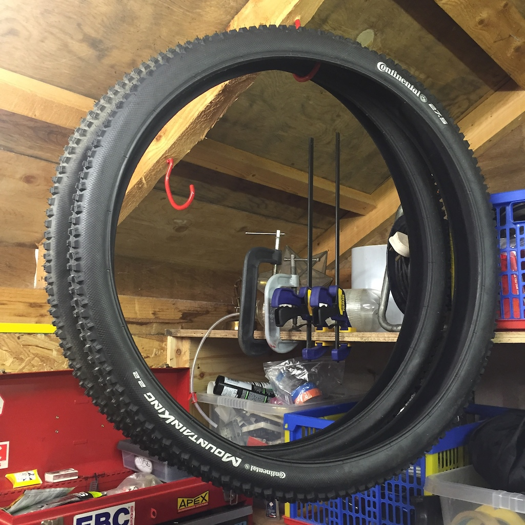 0 Continental Mountain King 2.2 27.5/650b tyres (pair)