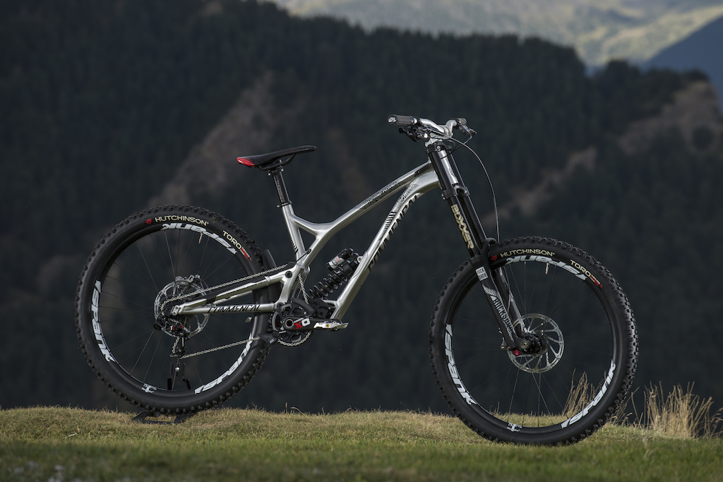 COMMENCAL SUPREME DH V4 for the 2016 WORLD CHAMPS in Val Di Sole