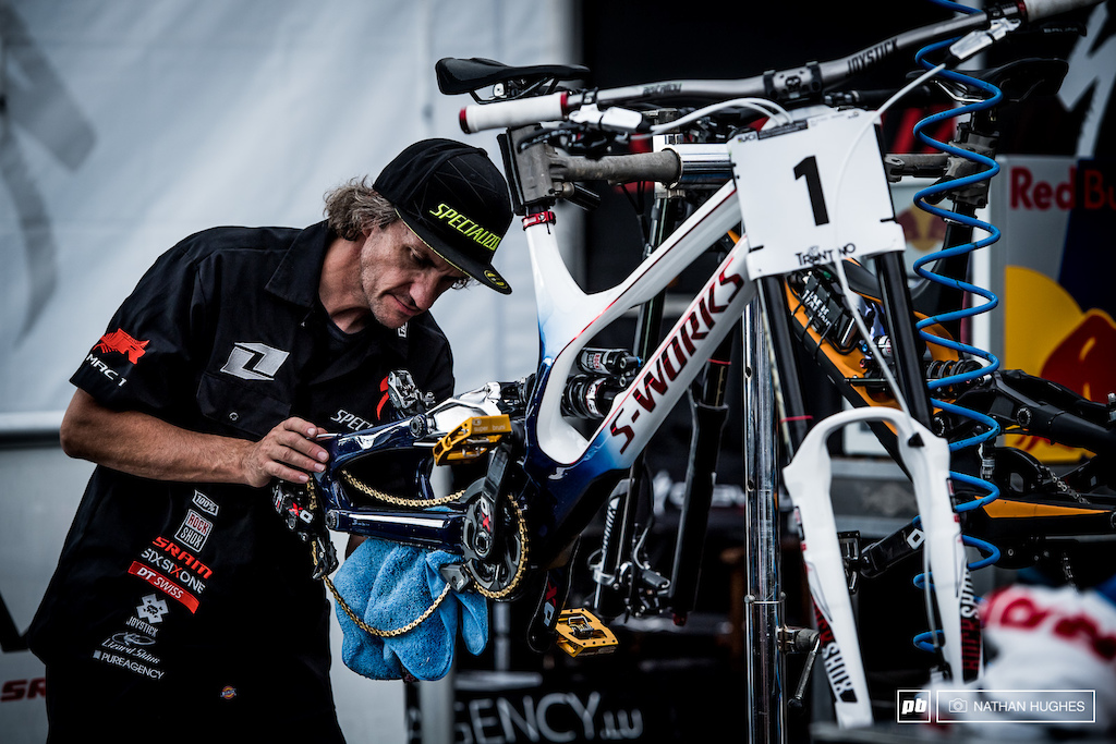No rainbow towel to buff Loic's bike? Definitely an oversight at the Specialized Gravity Republic Worlds gear planning session...