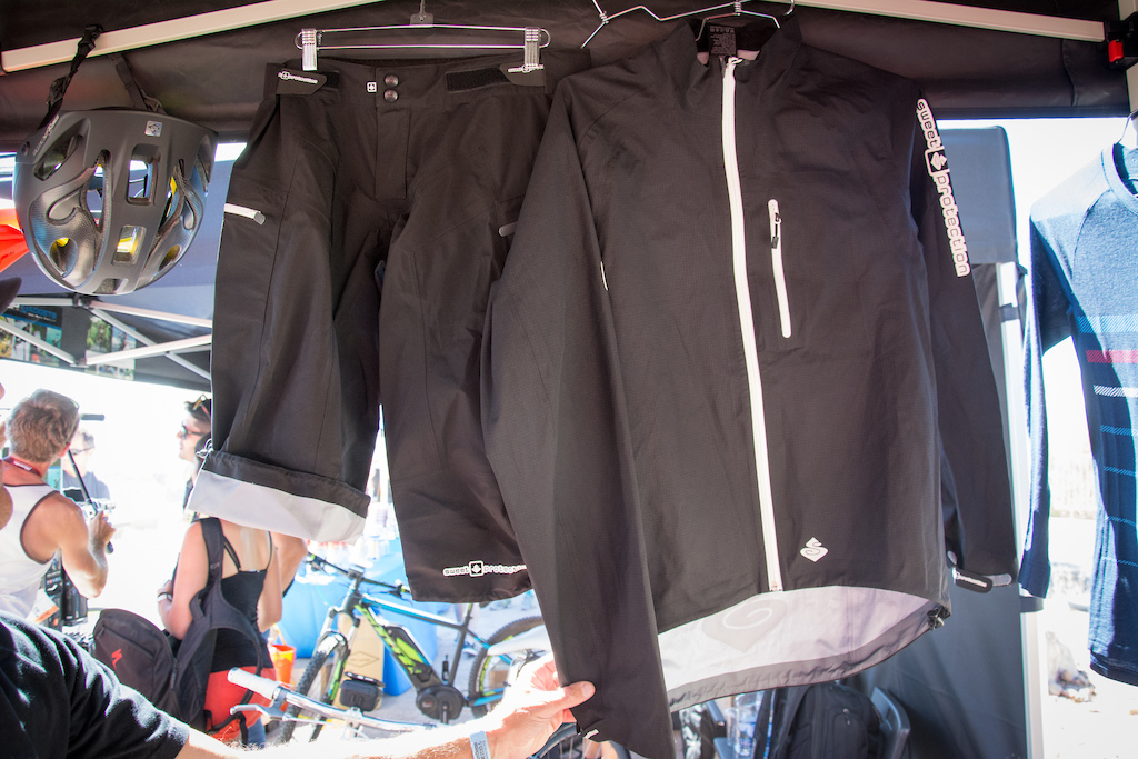 The Norwegians like to be prepared for the wet and the mudride shorts and Delerious jacket are Sweet Protection s answer to problematic precipitation.