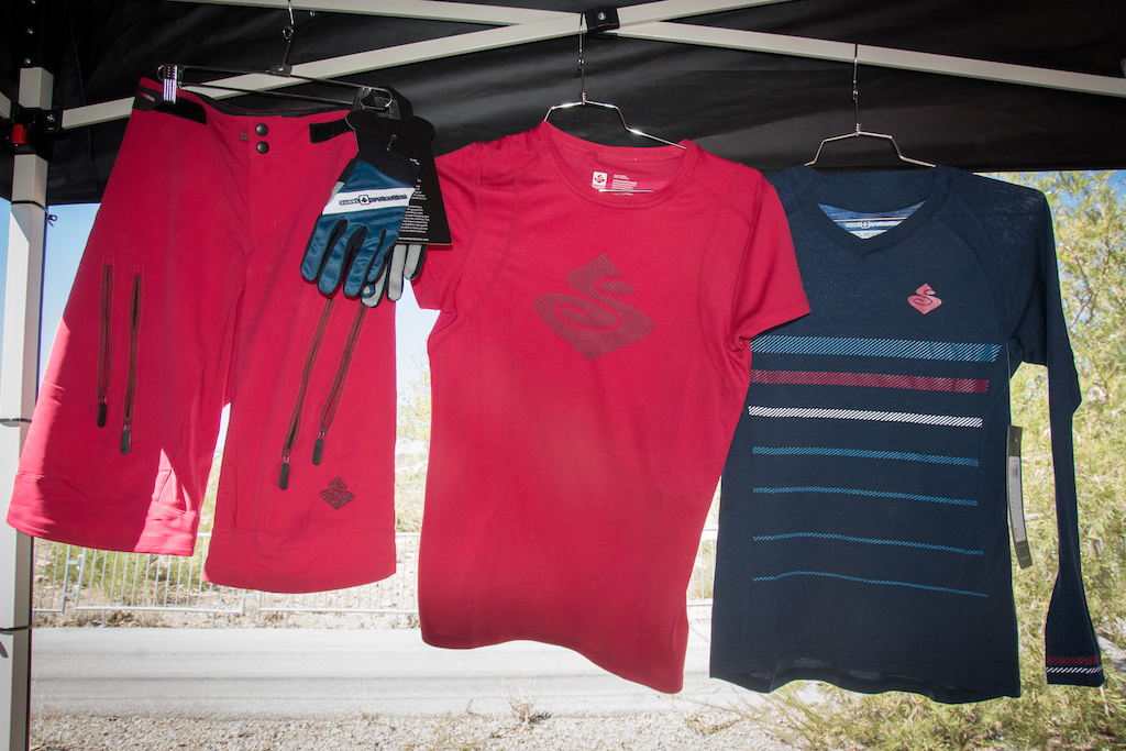 New for 2017 are the Hunter Women s Enduro shorts which come with front ventilation seams and front pockets and are designed to articulate with women s bodies. You might think these shorts are pink but alas yo uare mistaken for the are in fact Rubus Red. Also pictured here are the women s Chiwaukum jersey and the long sleeved Badlands merino wool jersey.