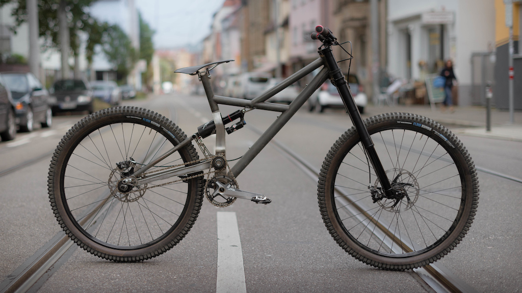 FIKK DH now with the lightest (2330g) and most exclusive DH Fork in the world.